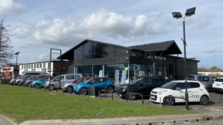 Showroom To Let With 45 Car Parking Spaces - Wheatley Hall Road, Doncaster