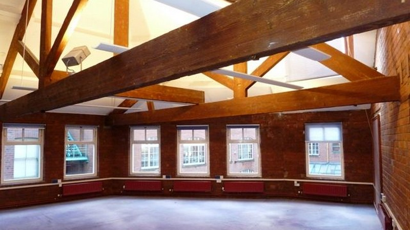 Office space in Bells Square let